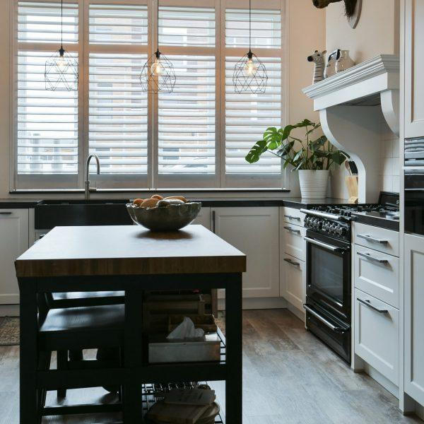 Keuken met raamdecoratie shutters - Blend
