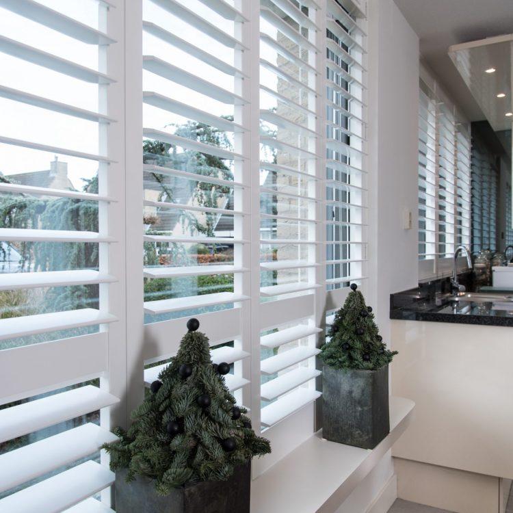 Moderne shutters wit   Blend® Window Fashion